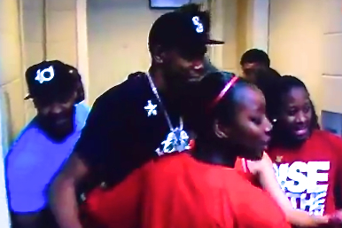Kevin Durant Reps Seattle, Visits Louisville Women's Team After Baylor Upset