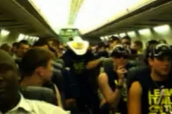 Michigan Does 'Harlem Shake' on Plane on Way Home from Texas (with Video)