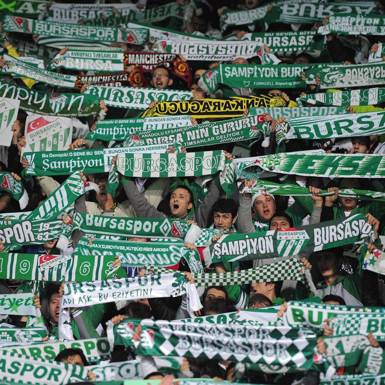 Bursaspor Goalkeeper Harun Tekin Hits out at Pitch Intruder - Bleacher Report
