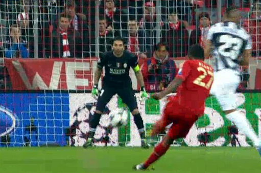 Bayerns Alaba Stuns Juventus