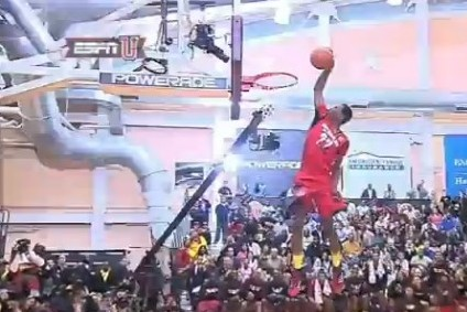 Andrew Wiggins Throws Down a Reverse 360 Through-the-Legs Dunk at JamFest