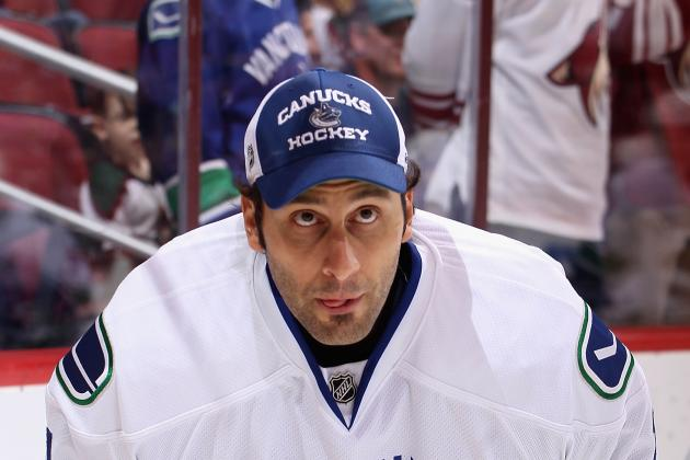 Breaking Down Vancouver Canucks' Decision to Keep Roberto Luongo