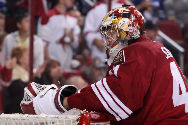 Smith Records Shutout as Coyotes Blank Avalanche 4-0