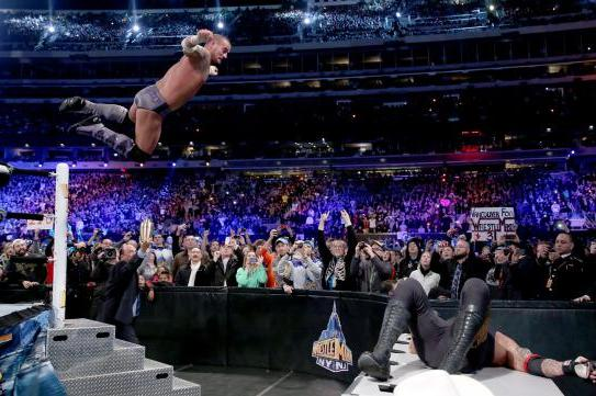 CM Punk Hurts Knee in Match with Undertaker at WrestleMania