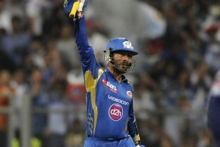 Karthik and Rohit Crush Daredevils