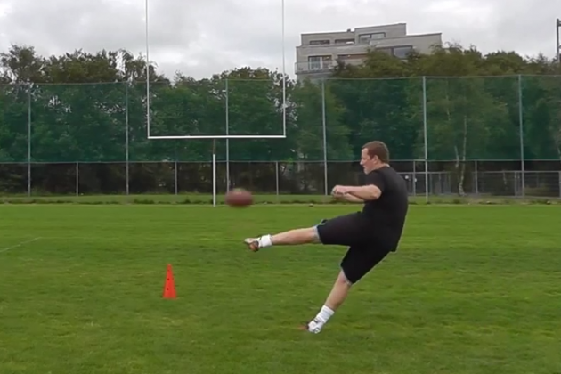 Lions Sign Trick-Shot Kicker