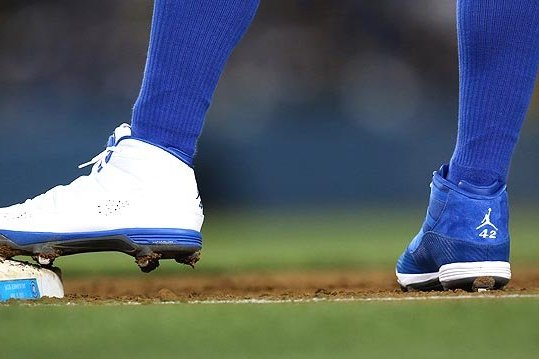 Carl Crawford Wears One Blue Shoe and One White Shoe in Tribute