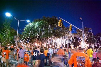 Auburn Delays Toomer's Oaks Cleanup; Giving Fans More Time to See Trees