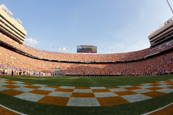 Stud Lineman Commits to Tennessee