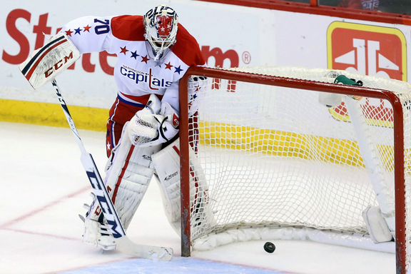 Braden Holtby Not Dwelling on Puck-Handling Blunder
