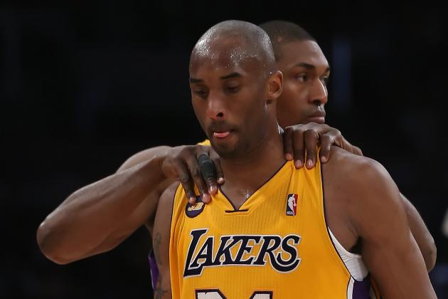 Is Kobe Bryant's in-Game Tweeting a Major Distraction for Los Angeles Lakers?