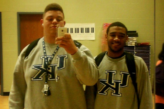 UK Target Wears UK Sweatshirt for U of L Visit