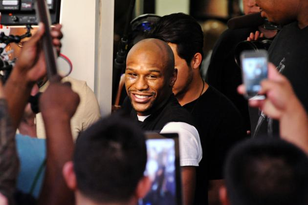 Floyd Mayweather in a Lose-Lose Situation Fighting Lesser Robert Guerrero