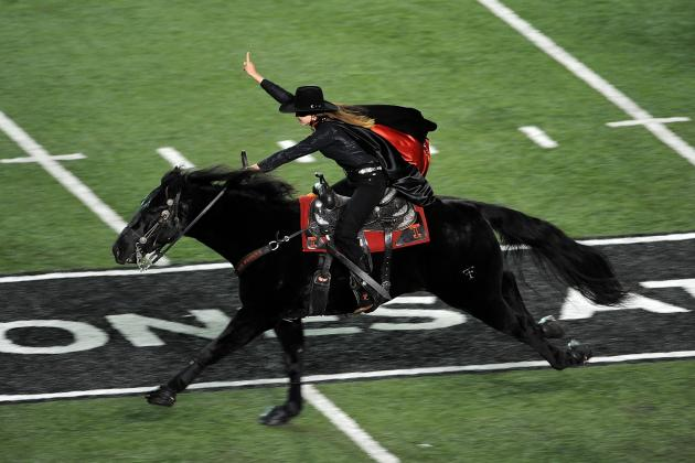 New Raider Red, Masked Rider Assume Duties at Ceremony