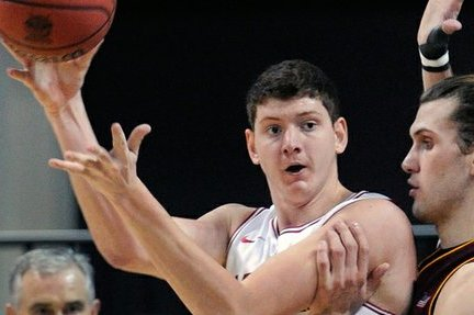 6-Foot-10 Arkansas Transfer Hunter Mickelson Picks KU
