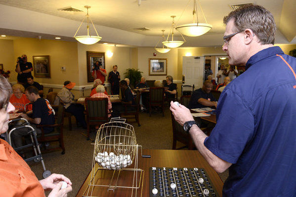 Malzahn Leads a Game of 'Hurry-Up, No-Huddle Bingo'
