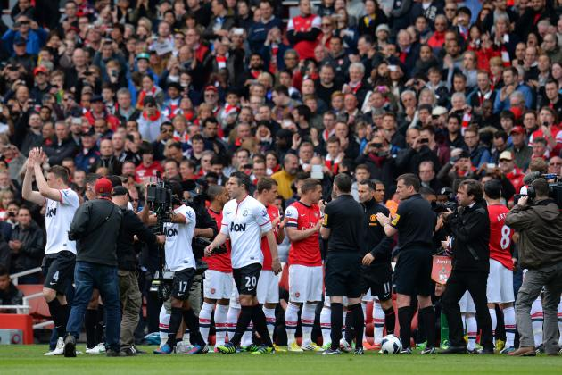 GIF: Arsenal Players Give Champions United a Begrudging Guard of Honour