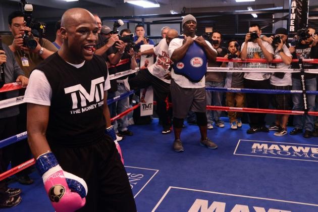 Floyd Mayweather at Big Risk to Lose in Hyped Fight