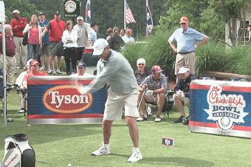 Urban Meyer, Steve Spurrier Golf Swing Draws Laughs