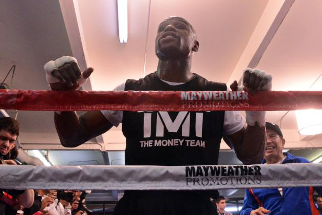 Showcasing Floyd Mayweather's Genius and Successful Fighting Tactics