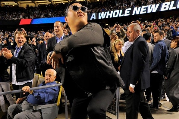 Dodgers' Tommy Lasorda Has No Idea What a PSY Is