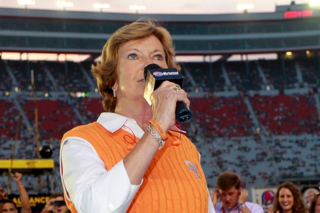 Pat Summitt Gets 1-Year Extension to Continue Duties with UT
