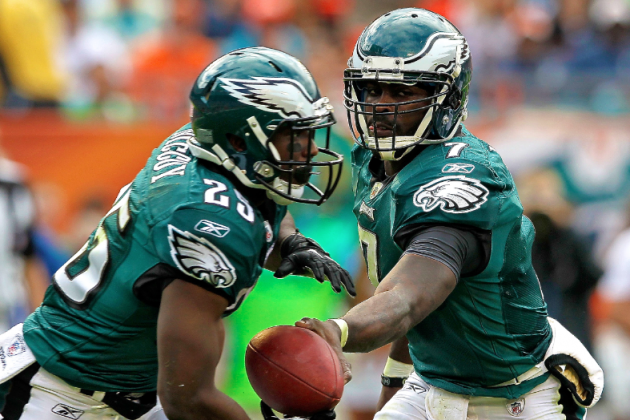 Michael Vick Finally Shuts Up Younger LeSean McCoy, Smokes RB in 40-Yard Race