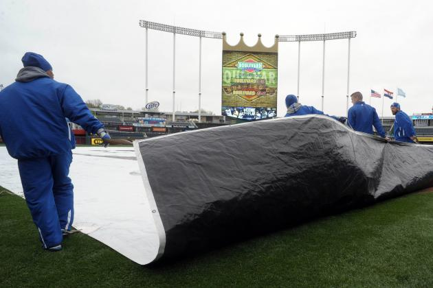 Royals Up 1-0 Bottom 4; Game Delayed by Rain