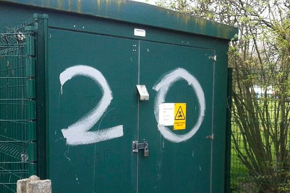 United Fan Sprays No. 20 on to Shed at City's Training Ground