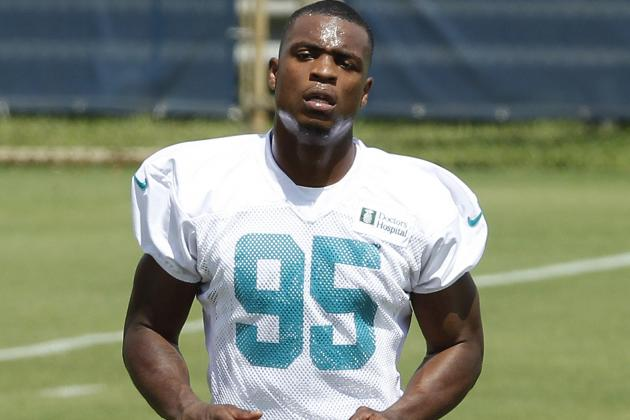 Dolphins' Rookie Dion Jordan Gets on Field, but Doesn't Stay