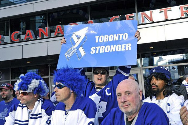 Maple Leafs Fan Brings 'Toronto Stronger' Sign to Game 3 vs. Bruins
