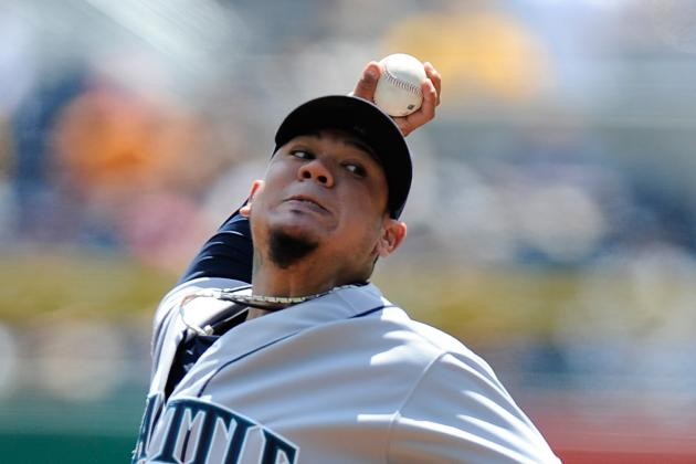 Hernandez Dominant as Mariners Trip Pirates