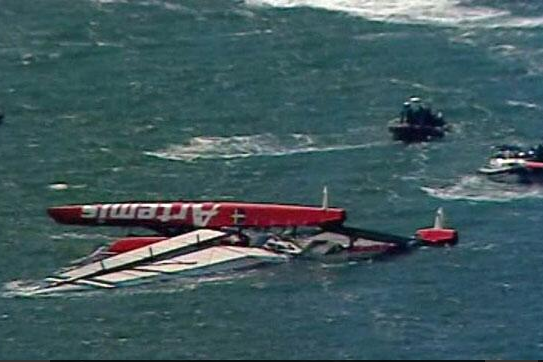 Swedish Entry in Cup Capsizes; 1 Badly Hurt