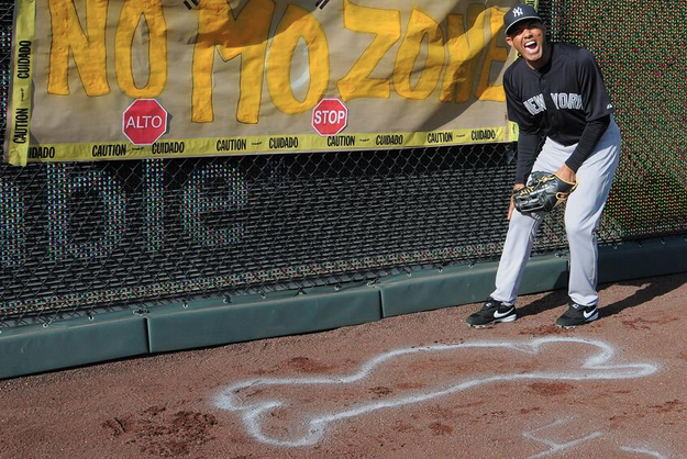 Yankees Players Draw Chalk Outline in Rivera's Return to K.C.