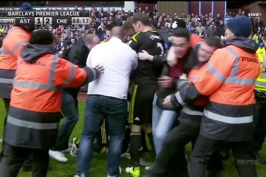 Fans Mob Record-Setting Lampard