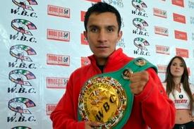 Hernandez Dec. Cardoza, Retains Belt