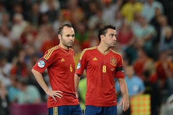 FC Barcelona: Are Barcelona Pair Xavi and Iniesta in Decline?