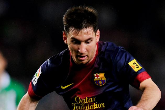 Messi Stands Up Barca Medical Team