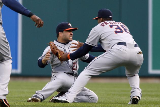 Altuve Leaves Game After Dislocating Jaw in Collision with Paredes