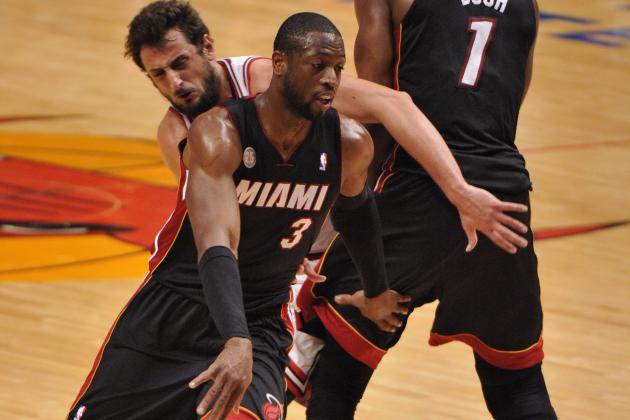Dwyane Wade Struggling Through Right Knee Injury