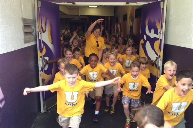 LSU Football: Tigers Host 1st Graders in Coolest Field Trip Ever