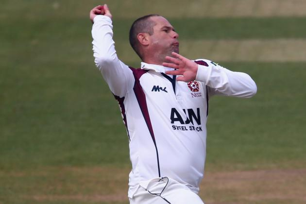 Hall Ton Frustrates Leicestershire