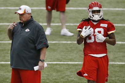 Andy Reid Trolls Eagles & Chip Kelly by Playing Music During Practice