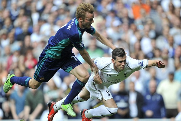 Bale Controversy as Spurs Star Is Booked for Dive When It Was a Blatant Penalty