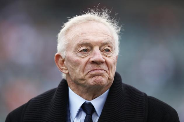 Former Lineman's Advice: Don't Even Acknowledge Jerry Jones at Practice