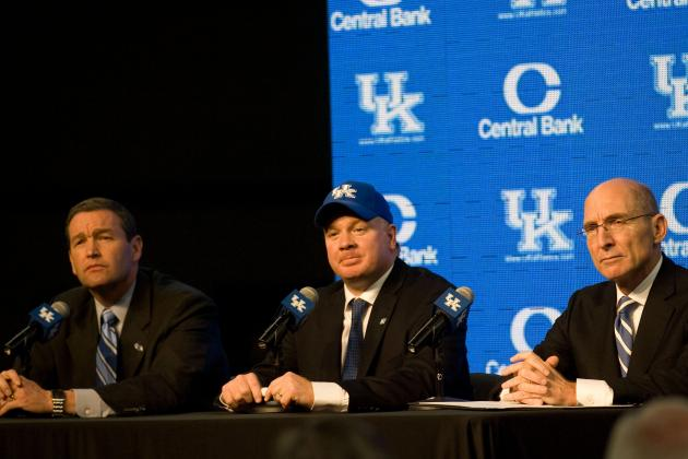 Stoops Says His Late Father Was Huge Influence on His Life, Coaching Career