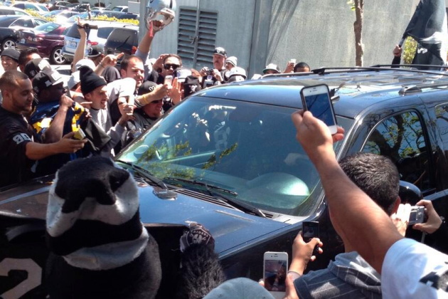 Charles Woodson Gets Welcome Party from Raiders Fans