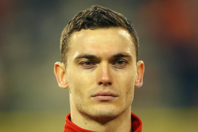 Arsenal Manager Arsene Wenger Urges Thomas Vermaelen to Stay