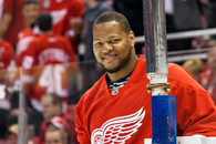 Ndamukong Suh Embraces Detroit Tradition at Joe Louis Arena