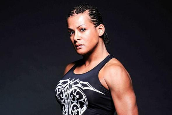 Fallon Fox Stays Unbeaten, Stops Allanna Jones in Spectacular Fashion at CFA 11